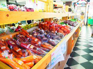 スーパーマーケットの売場